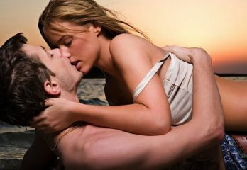 3 Kissing Tips That Will Drive Her Wild!